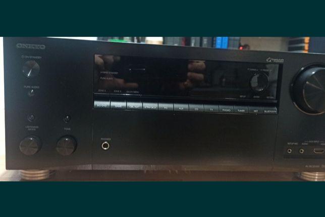 Amplituner ONKYO TX-NR696 HDMI 4K Atmos