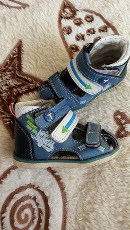 Продам босоніжки сандалі для хлопчика