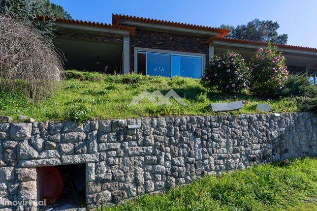 Quintinha com Vistas Rio, nova c/ casa rústica independente!