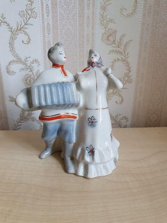Фарфоровая статуэтка сысерть Кадриль Гармонист с девушкой