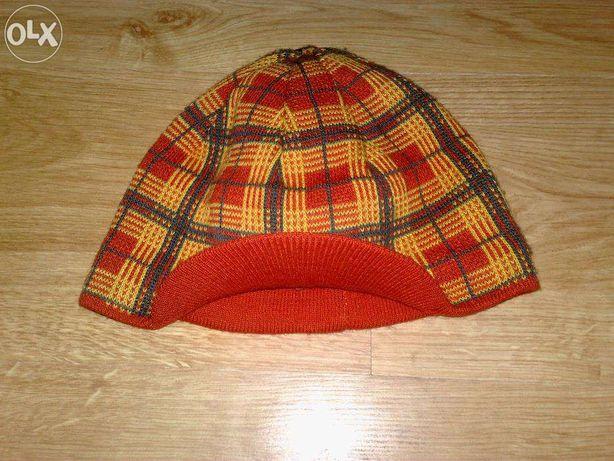 czapka wełniana z małym daszkiem