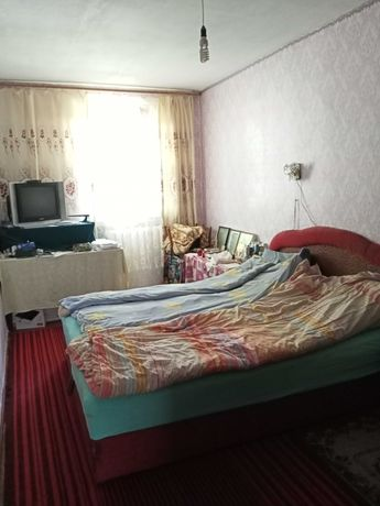 Продаю трех комнатную квартиру не дорого 23000$ торг !!!