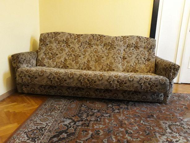 Salonowa kanapa z funkcją spania i dużym pojemnikiem na pościel