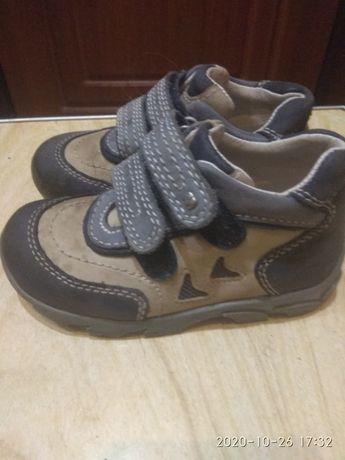 Взуття дитяче шкіряне