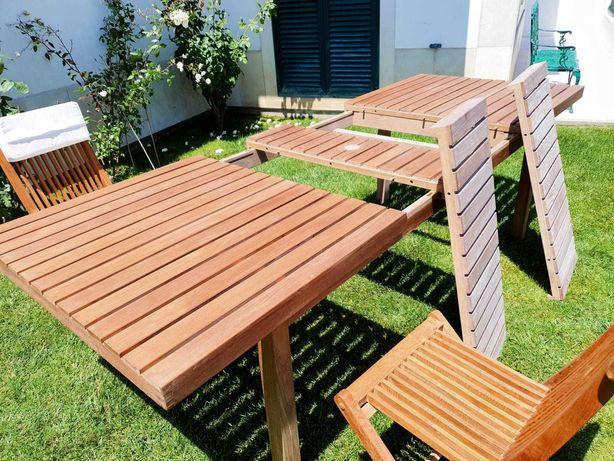 Mesa e cadeiras de jardim em teka