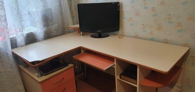 Стіл компютерний