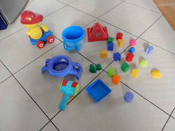 Zabawki klocki 24 sztuki - zestaw róźnych zabawek