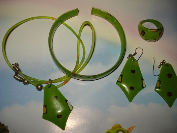 набор бижутерии - кольцо, сережки, браслет, подвеска