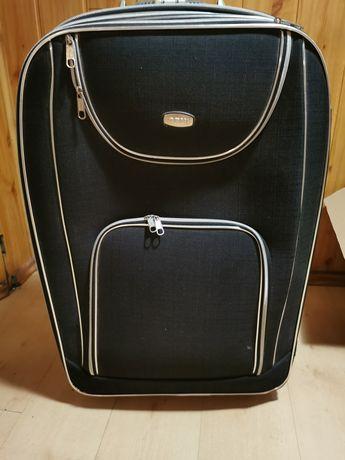 Duża pojemna walizka z 3 przegrodami