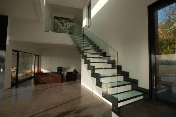Комбинированная лестница из дерева, металл, cтекло, нержавейка.