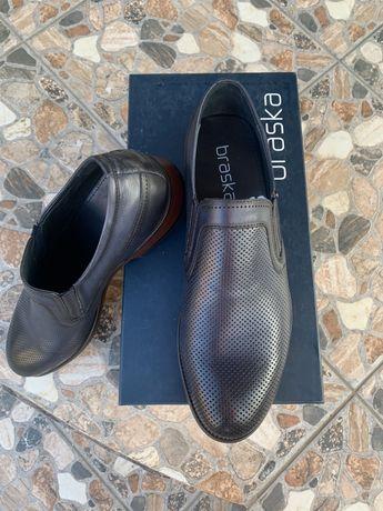 Продам туфли . Натуральная кожа и с наружи и внутри .