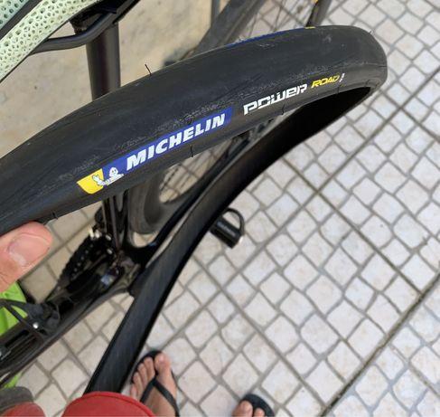 Pneu Michelin Power Road + pneu rolo