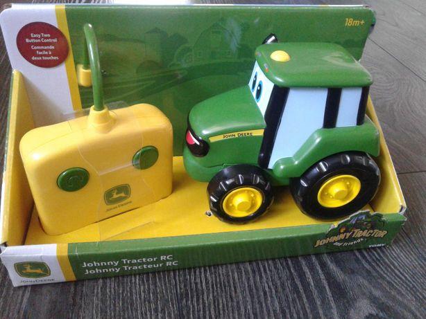 John Deere трактор на пульту управления
