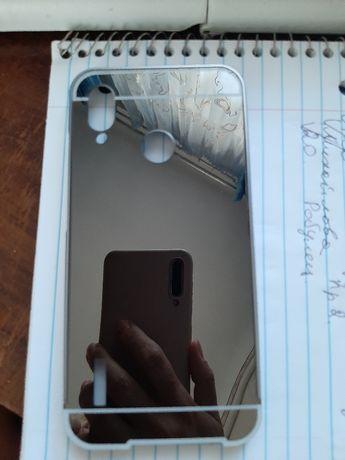 Продам зеркальный чехол новый на Huawei P20