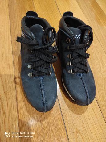 Botas de menino, tamanho 35