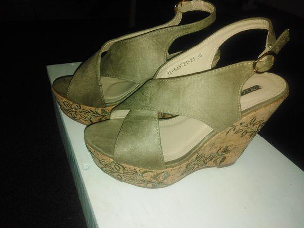 Sandálias 37 como novas