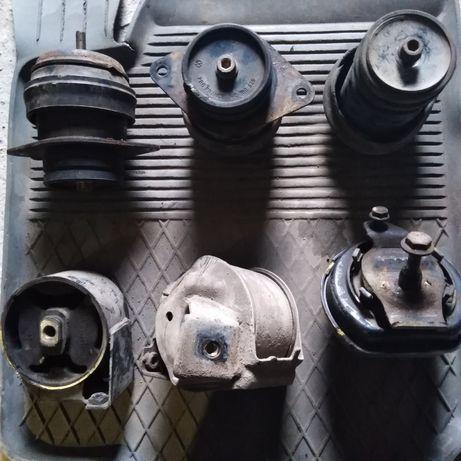 Подушка двигателя пассат б3 б4 Гольф 3