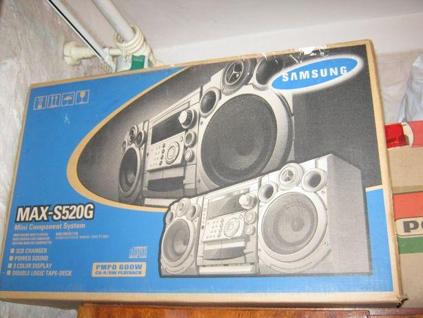 Музыкальный центр Samsung MAX-S520G.