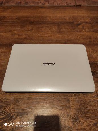 Laptop Asus r556lj-xo830t