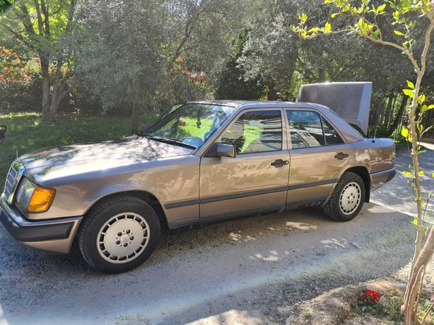 Mercedes-Benz 200D (WDB124)