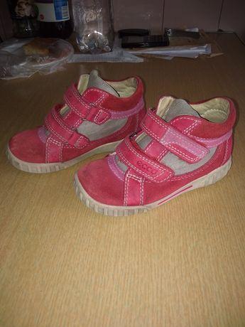 Продам детские красовки-полу ботиночки для девочки