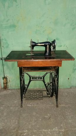 Швейная  машинка ,,MINERVA,,ножной привод
