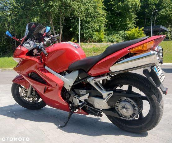 Honda VFR Sprzedam kultowy motocykl Honda VFR800! Piękna i wygodna bestia !