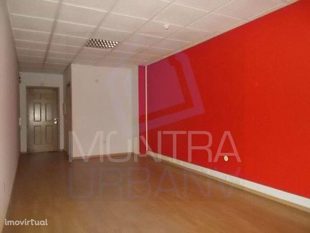 ESCRITÓRIO (31 m2) - 2º Andar, Sala 208 - TORRE BRASIL - JUNTO ao PARQ