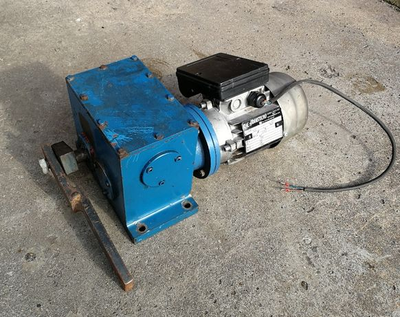 Podajnik tłokowy do pieca, motoreduktor, napęd podajnika, silnik