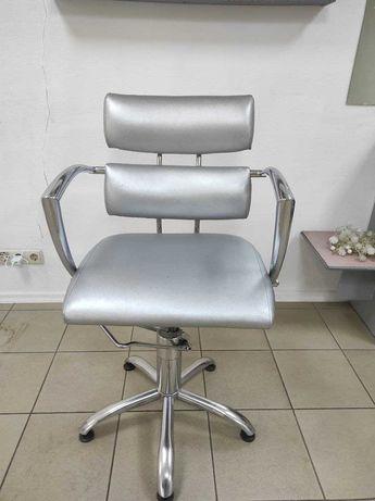 Парикмахерское кресло б\у