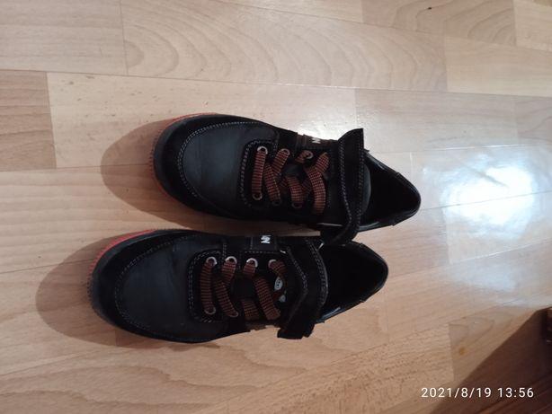 Детские кроссовки на мальчика