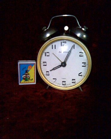 Часы-будильник настольный, СССР.