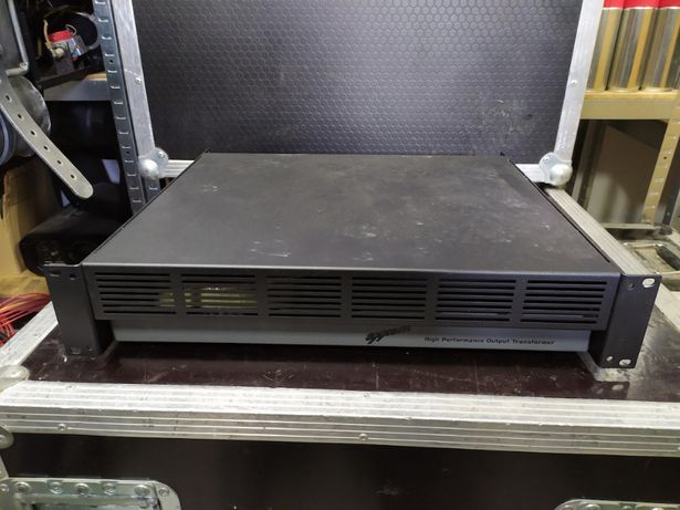Axxent PT2500T - transformator 2x500W z 4 Ohm na instalację 100V