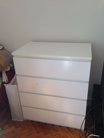 Cómoda IKEA branca 4 gavetas