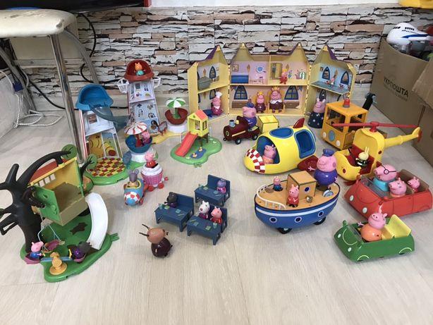 Игрушки свинки Пеппы , машина , замок , площадки