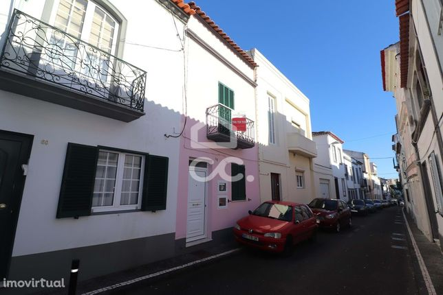 Moradia de 2+1 Quartos Remodelada - São José