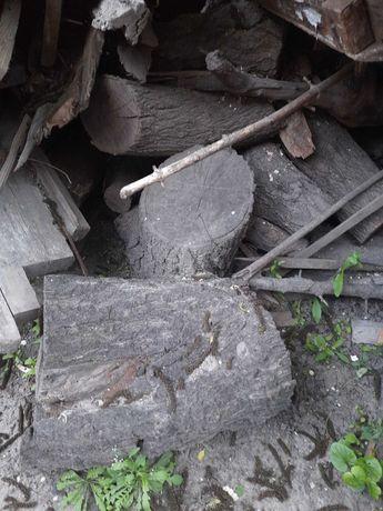 Доски, пеньки на дрова