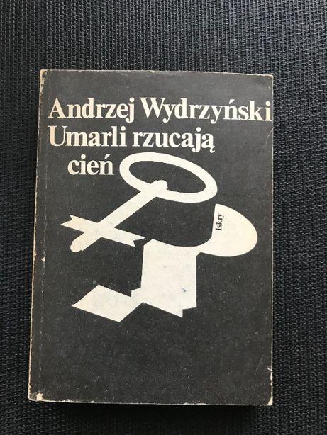Umarli rzucają cień | Andrzej Wydrzyński