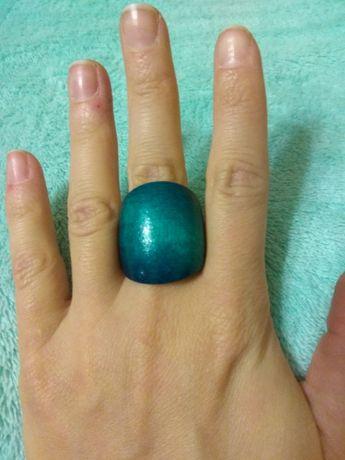 Drewniany pierścionek boho w kolorze morskim