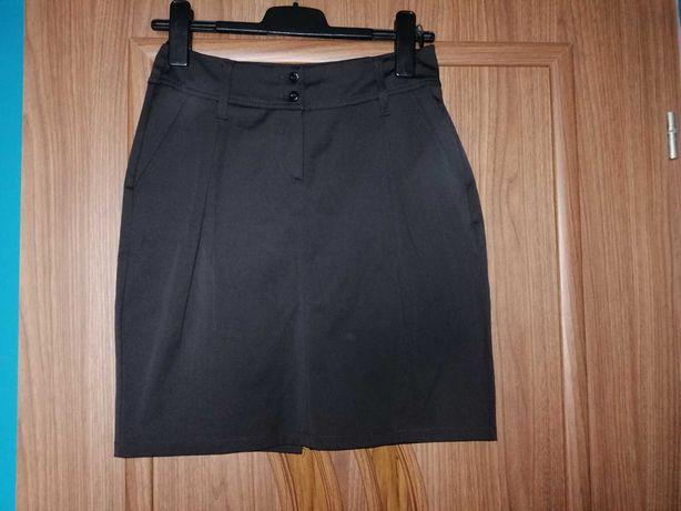 Elegancka czarna spódniczka w rozmiarze 38