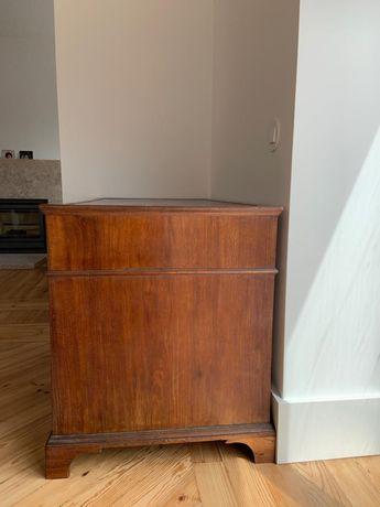 Secretaria antiga em madeira