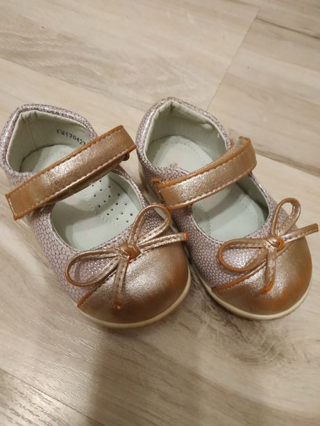 Sprzedam buciki dziewczęce kapcie kalosze buty