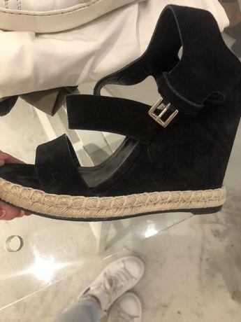 Balenciaga sandały koturny 38