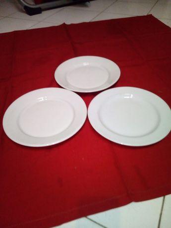 Pratos de refeição brancos (2 dúzias)