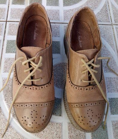 Sapatos castanhos/bege plataforma