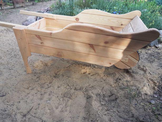 Taczka ogrodowa drewniana ozdobna