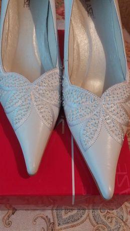 Туфли белые размер 40