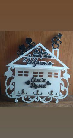 Ключница фамильная домик деревяная