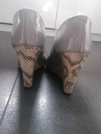 Półbuty, buty wąż koturny skórzane lakierowane 38