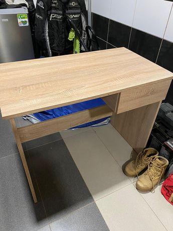 Biurko z wysuwaną szufladą